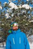 休息在滑雪胜地的挡雪板的画象 免版税库存图片