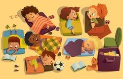 休息时间在幼儿园 小组多种族女孩和男孩有咬时间在colorfill休息席子 幼稚园 向量例证