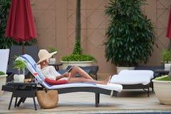 休息的妇女 免版税库存照片