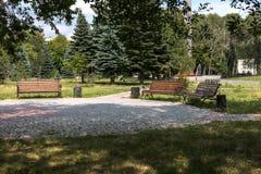 休息的长凳在公园 库存照片