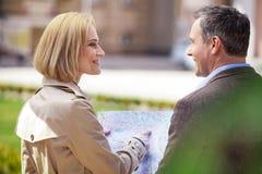 休息美好的典雅的中间年龄的夫妇户外 库存图片