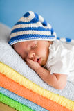 休眠新出生的婴孩特写镜头纵向 图库摄影