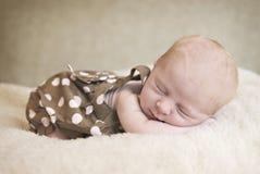 休眠的新出生的婴孩 库存照片