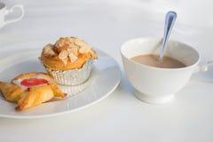 休闲的面包和咖啡食物 免版税库存图片