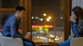 休闲通信夫妇交谈茶 股票视频