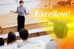 优秀!反对站立的老师谈话与学生 免版税库存照片