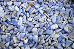 优美的紫色岩石 免版税库存照片