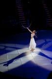 优美的舞蹈在空中环形执行 免版税图库摄影