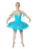 优美芭蕾舞女演员跳舞美妙的年轻人 免版税库存图片