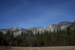 优胜美地国家公园山风景 免版税库存图片