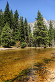优胜美地谷的Merced河 免版税库存图片