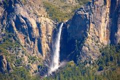 优胜美地Bridalveil在国家公园的秋天瀑布 免版税图库摄影