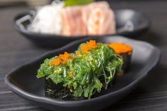 优质新鲜的未加工的Hiyashi Wakame Nigiri/日本鲜美food& x29;o 免版税库存图片