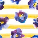 优质蝴蝶花,手拉的设计水彩无缝的样式紫罗兰色和蓝色花在黄色镶边背景的 免版税库存图片