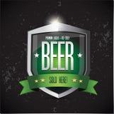 优质贮藏啤酒-冰冷的啤酒盾 免版税库存照片