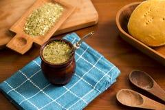 伙伴,是一份传统南美被灌输的饮料 免版税库存图片