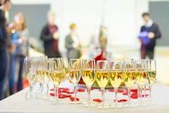 宴会事件 在桌上的香宾 免版税图库摄影