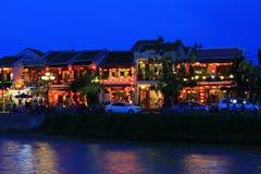 会安市古镇河沿在晚上,越南联合国科教文组织世界遗产名录 免版税库存照片