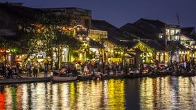 会安市河沿在晚上 库存照片