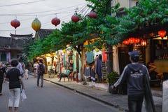 会安市,越南- 2017年3月15日:人旅行Hoian老镇,古老房子,国家遗产 免版税库存图片