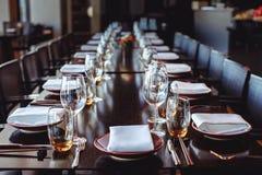 宴会的表集合在餐馆 库存图片