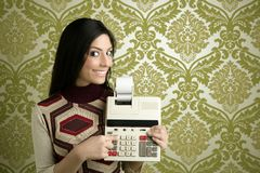 会计师计算器减速火箭的墙纸妇女 库存照片
