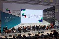 会议和音乐会在圣彼德堡国际文化论坛期间的古典音乐艺术 免版税库存照片