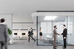 会议室和露天场所,人们 免版税库存照片