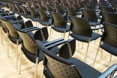 会议椅子在企业屋子里,舒适的位子行在空的公司颁奖大会办公室,细节,有选择性的fo 库存图片