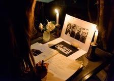 会集在对巴黎恐怖分子attac的受害者的进贡 图库摄影