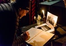 会集在对巴黎恐怖分子attac的受害者的进贡 免版税库存照片