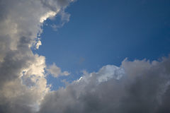 会集暴风云和日落光 免版税库存照片