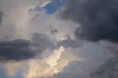 会集暴风云和日落光 免版税图库摄影