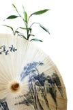 伞和竹子 免版税库存图片