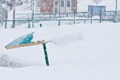 伞和降雪 库存图片