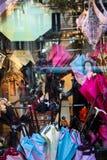 伞商店窗口 图库摄影