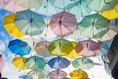 伞在天空中 库存图片
