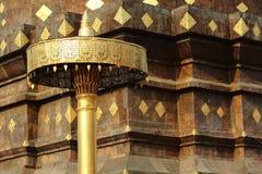 在寺庙的伞 库存照片