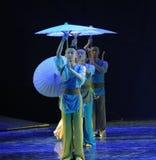 伞层这舞蹈戏曲神鹰英雄的传奇 免版税库存照片