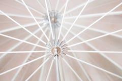 伞框架明亮的黑白细节  背景概念 免版税图库摄影