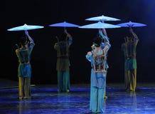 伞背景-舞蹈戏曲神鹰英雄的传奇 库存图片