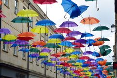 伞艺术设施在南关促进巴恩的购物中心作为购物中心 图库摄影