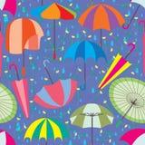 伞集合雨无缝的样式 免版税库存图片