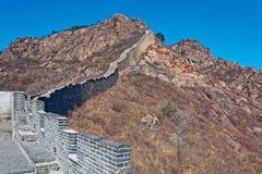 伟大的中国墙壁的损坏的零件 免版税库存图片