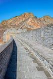 伟大的中国墙壁的被恢复的和损坏的零件 免版税库存图片