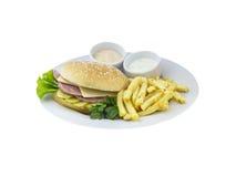 伟大的乳酪汉堡用土豆和调味汁 免版税图库摄影