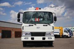 伟大的卡车起重机站立在建造场所的-俄罗斯,克里米亚-可以14日2016年 库存照片
