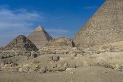 伟大的埃及金字塔在吉萨棉,开罗 库存照片