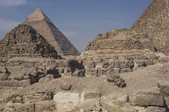 伟大的埃及金字塔在吉萨棉,开罗 免版税库存图片
