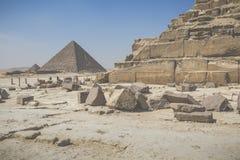 伟大的埃及金字塔在吉萨棉,开罗 免版税库存照片